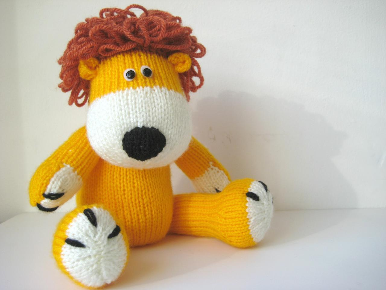 Knitting Pattern For A Toy Lion : Samson The Lion Toy Knitting Pattern on Luulla
