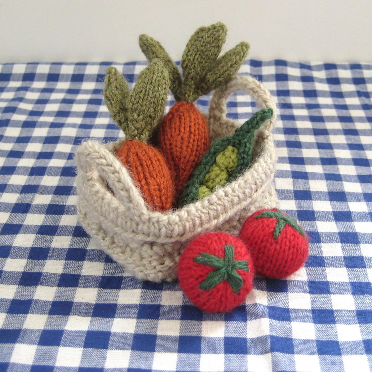 Knitting Patterns For Vegetables And Fruit : Fruit & Vegetables Toy Knitting Patterns on Luulla