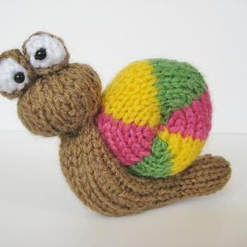 Free Knitting Patterns For Beginners Toys : Tooley Owl Toy Knitting Pattern on Luulla