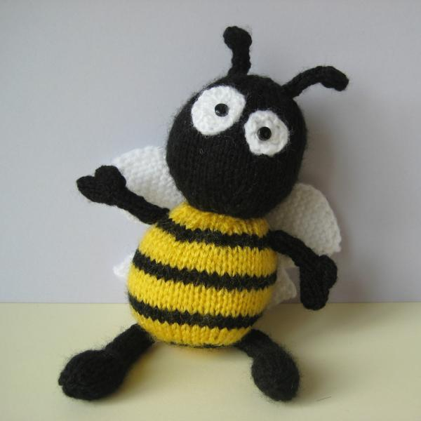 Bumble Bee Knitting Pattern : Bumble The Bee Toy Knitting Patterns on Luulla